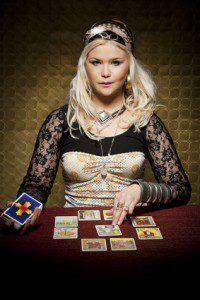 tarotista echando las cartas